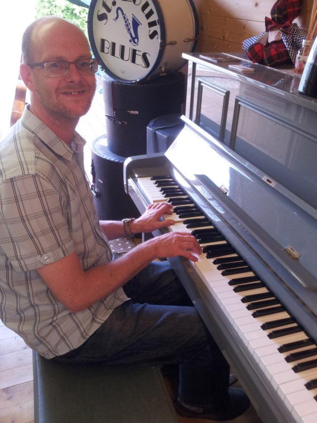 pete-piano-001
